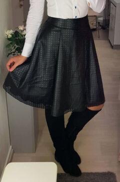 0bf6eeecf8 Zsebes szoknya - Szoknya - Divatos ruhák magas nőknek - Magasnőknek ...